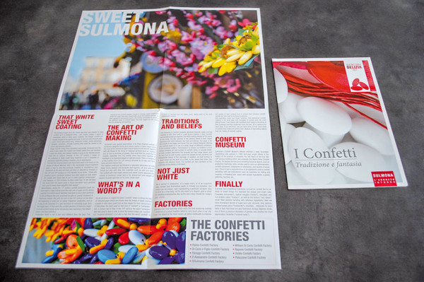 Pieghevoli tematici sui confetti di Sumona